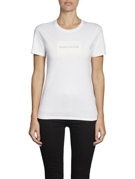 Camiseta-slim-con-logo